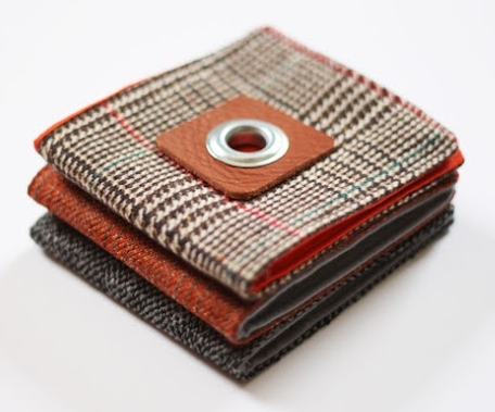 Simple basic fabric wallet for boys free sewing pattern