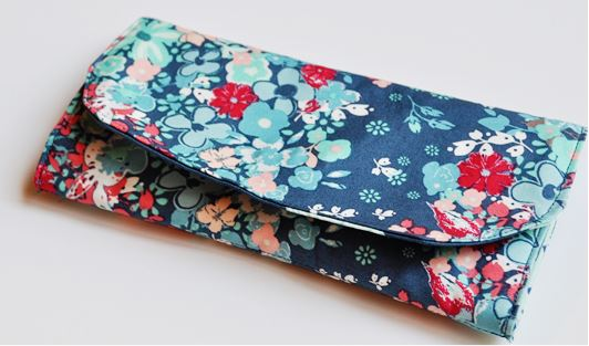 Basic fabric wallet with flap free sewing pattern
