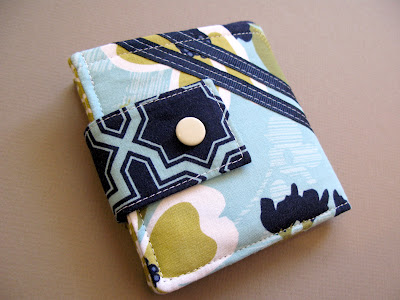 Bifold fabric wallet with flap closure free sewing pattern