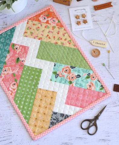 Mini quilt with zigzag design free pattern