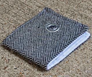 Boy's fabric wallet free sewing pattern