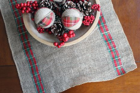 Easy rustic burlap holiday table runner free pattern