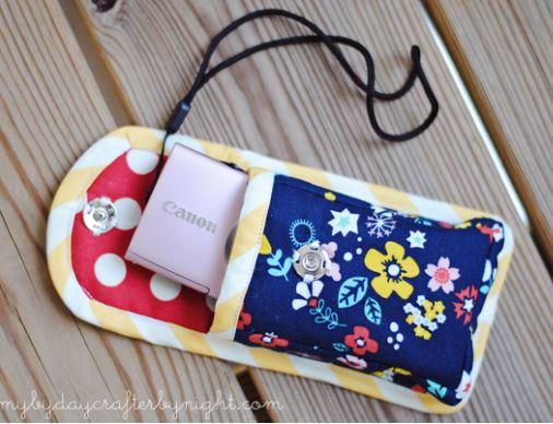 Small fabric camera bag using fat quarters free sewing pattern