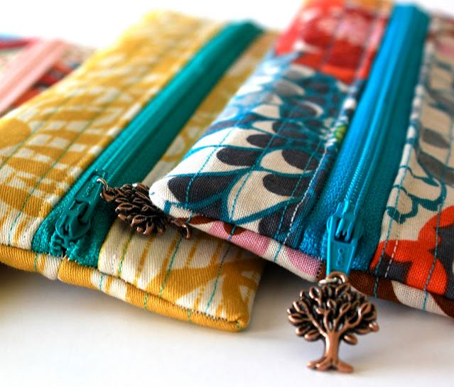 Zipper pouch from charm pack free sewing pattern