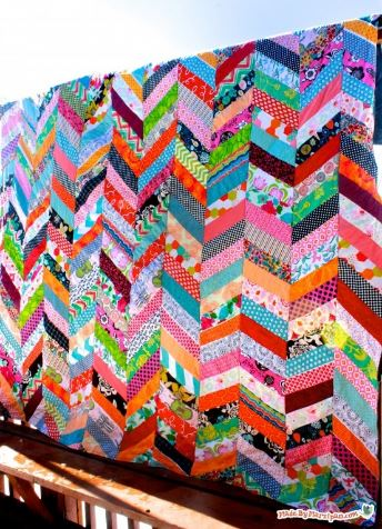 Chevron quilt design from jelly roll fabric strips free sewing pattern