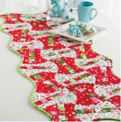 Quilted Christmas table runner free sewing pattern