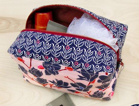 Zippered case for makeup, cosmetics, or toiletries free sewing pattern