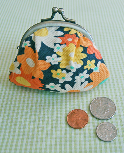 Fabric coin purse with metal frame closure free sewing pattern