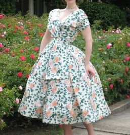 1950s vintage dress with short sleevs and full skirt free tutorial