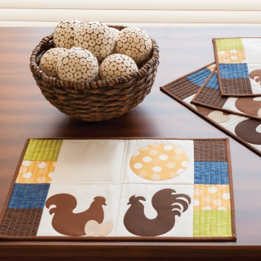 Quilted placemat with chicken and rooster designs free sewing pattern