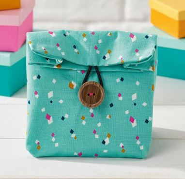 Easy fabric gift bag from fat quarter free sewing pattern