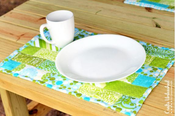 Quilted fat quarter placemats free sewing pattern