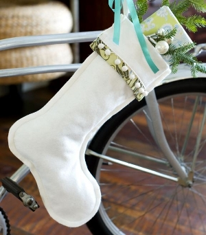 Felt stocking with cuff and pom poms free pdf sewing pattern