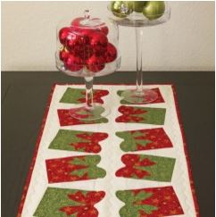 Quilted Holiday table runner with bow motiff free pattern