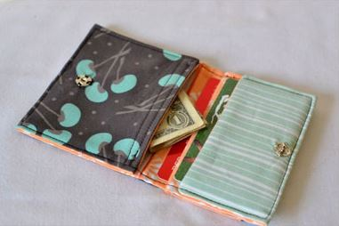 Foldover fabric wallet free sewing pattern
