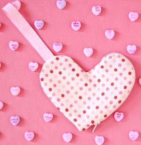 Small heart shaped zipper pouch free sewing pattern