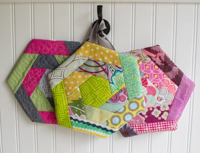 Patchwork hexagon potholders free sewing pattern