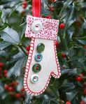 Felt mitten holiday ornament free sewing pattern