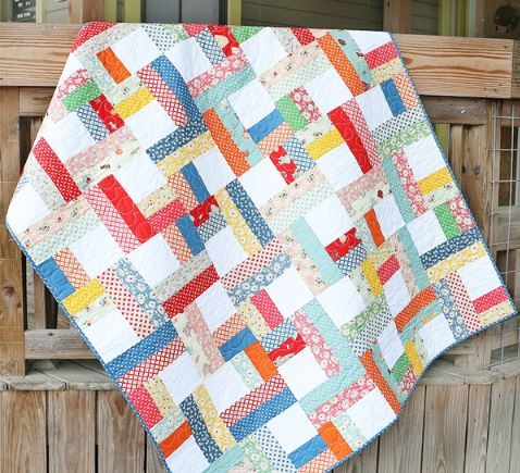 Quilt with square design from jelly roll fabric strips free sewing pattern