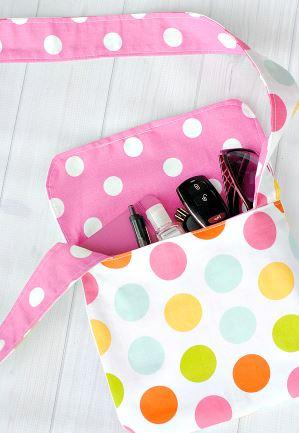 Reversible fabric messenger bag using fat quarters free sewing pattern