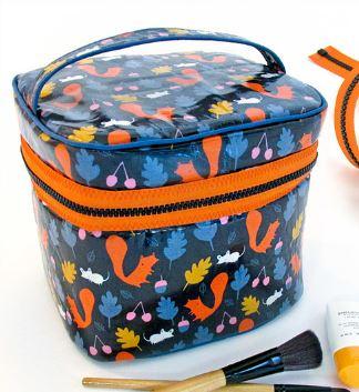 Laminated toiletry bag free sewing pattern