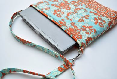 Fabric laptop sleeve with strap free sewing pattern