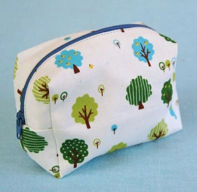 Small zipper bag with rounded top free sewing pattern