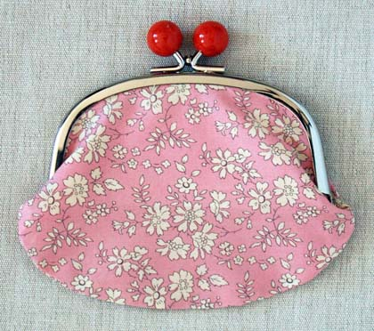 Large coin purse with metal frame clasp closure sewing pattern