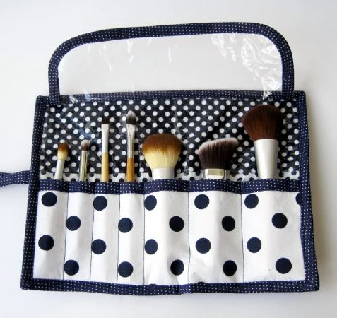 Makeup roll using fat quarters free sewing pattern