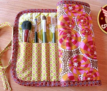 Makeup brush roll free sewing pattern