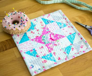 Mini star quilt with triangles free pattern