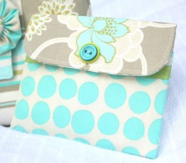 Mini fabric wallet with flap button closure free sewing pattern