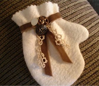 Mitten shaped fabric holiday ornament free sewing pattern