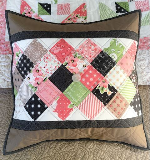 Throw pillow with charm pack inset free sewing pattern