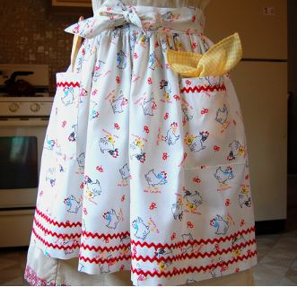 Half apron with ric rac and pockets free sewing pattern