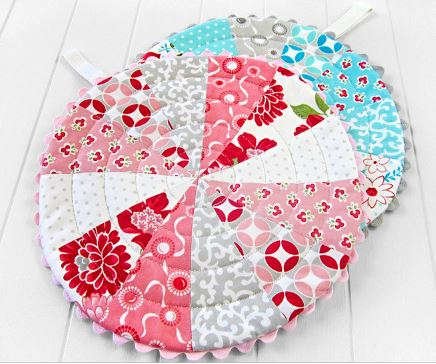 Patchwork trivets from fabric scraps free sewing pattern