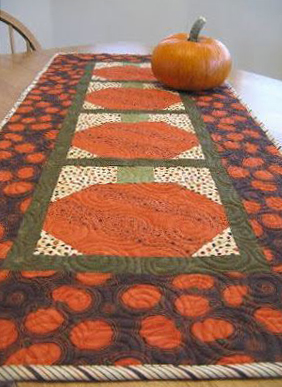 Quilted fall pumpkin table runner free sewing pattern