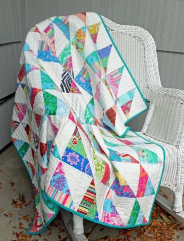 Triangle quilt from jelly roll fabric strips free sewing pattern