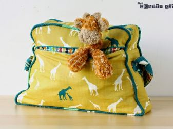 Retro vintage overnight duffle bag free sewing pattern