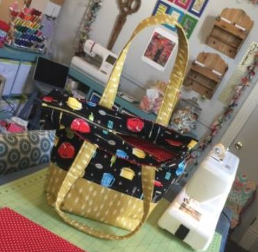 Tote bag with zipper top free sewing pattern