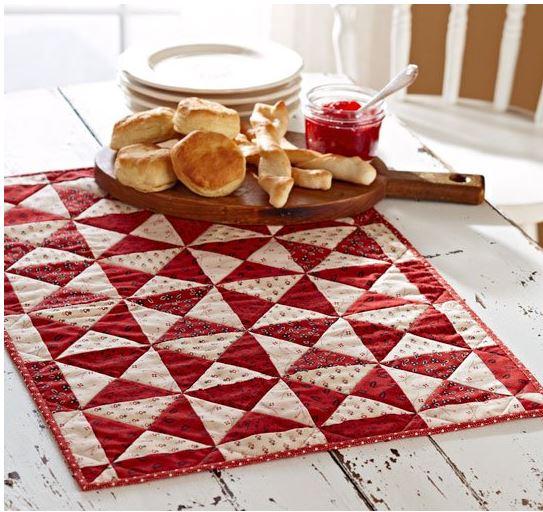 Triangle mini quilt table mat free pattern