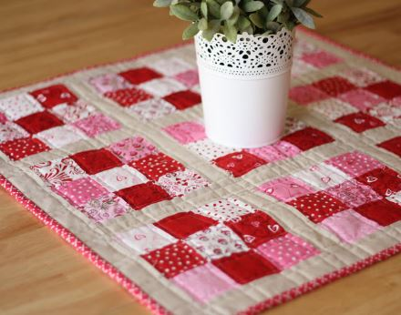 Nine patch mini quilt from scraps free pattern