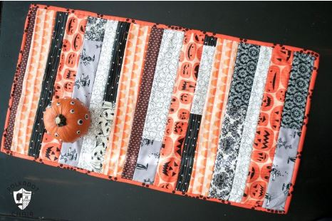 Halloween table runner from fabric strips free pattern