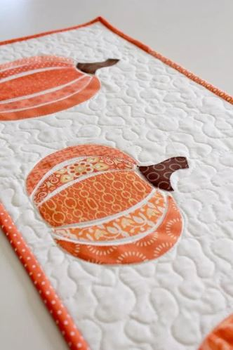 Quilted table runner with pumpkin motif free sewing pattern