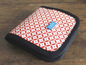 Small billfold style fabric wallet free sewing pattern