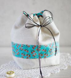 Small drawstring bag with flat bottom free sewing pattern