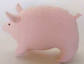 Pig stuffed animal from felt free sewing pattern