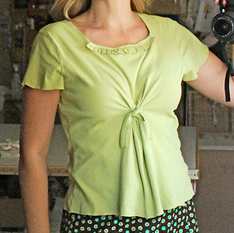 Womens short sleeve t-shirt with twisted front sewing pattern