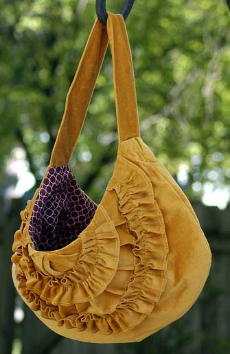 Large hobo bag with ruffles sewing pattern