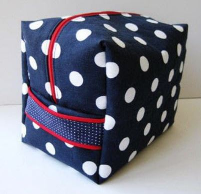 Square box style toiletry bag free sewing pattern